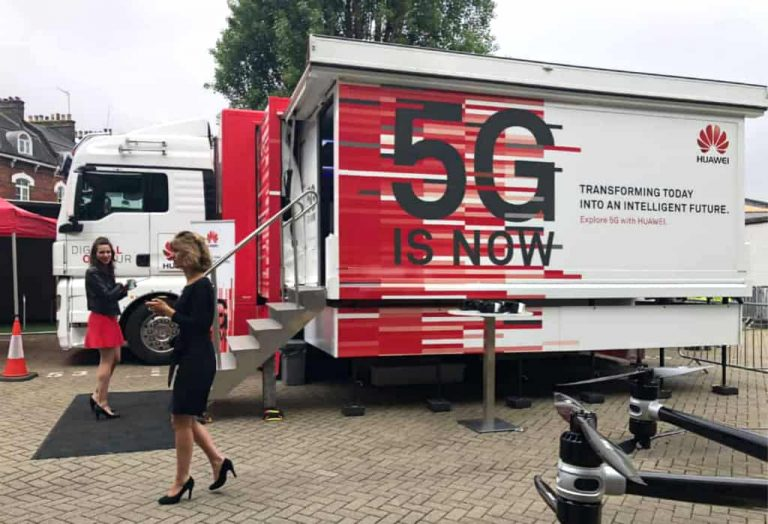 Huawei exhibition truck with expandable showroom box