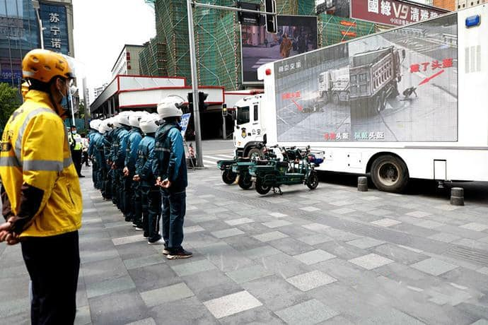 Siwun mobile LED billboard truck for traffic safety educating